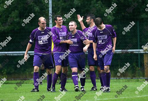 2010-08-07 / Seizoen 2010-2011 / Voetbal / Gooreind - Putte / Vreugde bij de spelers van Gooreind na het 3-0 doelpunt..Foto: mpics