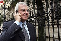 L'amministratore delegato di Unicredit Alessandro Profumo parla al telefonino al termine della relazione annuale del Governatore della Banca d'Italia a Roma, 31 maggio 2008..Unicredit CEO Alessandro Profumo speaks on his mobile phone at the end of the presentation of the annual report of Bank of Italy's Governor, in Rome, 31 may 2008..UPDATE IMAGES PRESS/Riccardo De Luca