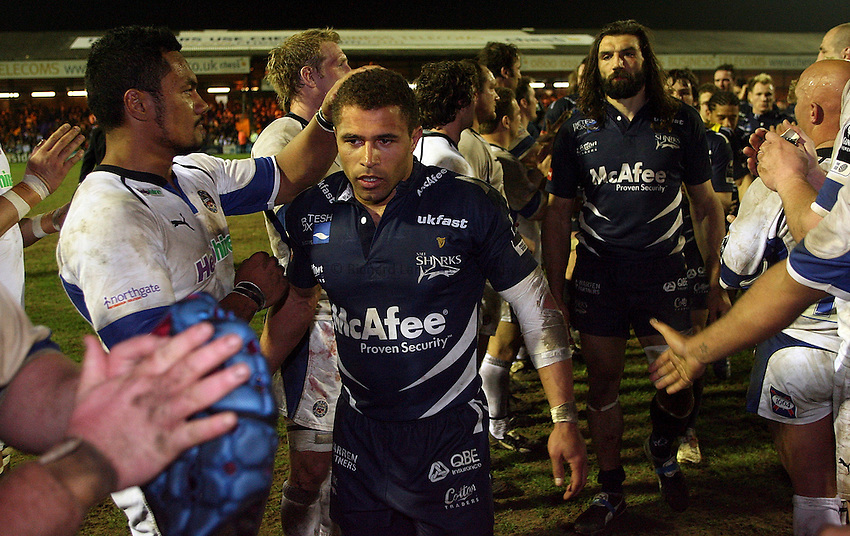 Photo: Paul Thomas..Sale Sharks v Bath Rugby. Guinness Premiership. 13/04/2007...Jason Robinson is clapped off by both teams at the final whistle.