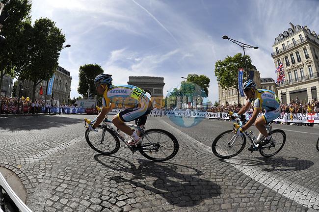 Astana teammates Sergio Paulinho (POR) and Yaroslav Popovych (UKR) round the hairpin bend beneath the Arc de Triomphe at the end of the Champs Elysee during the final Stage 21 of the 2009 Tour de France running 164km from Montereau-Fault-Yonne to Paris Champs-Elysees, France. 26th July 2009 (Photo by Eoin Clarke/NEWSFILE)