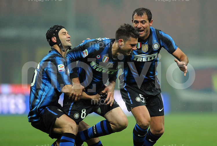 FUSSBALL INTERNATIONAL   SERIE A   SAISON 2010/2011    Inter Mailand - SSC Neapel                   06.12.2011 Christian CHIVU, Thiago MOTTA und Dejan STANKOVIC (v.l., alle Mailand) jubeln