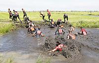 Nederland Schermerhorn  2016 07 10.  Jaarlijkse Prutmarathon door de modderige slootjes van de Mijzenpolder.De voorloper van Mudmasters, Strong Viking etc.  Foto Berlinda van Dam / Hollandse Hoogte