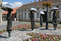 HUN, Ungarn, Budapest, Stadtteil Obuda: Bronzestatuen von Imre Varga am Foe ter (Foe Platz) | HUN, Hungary, Budapest, Obuda District; bronze statues by Imre Varga at Foe Square (Foe ter)