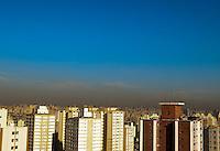 SAO PAULO, SP, 27/07/2012, CLIMA TEMPO, Sao Paulo amanheceu com ceu aberto, sem nuvens, a temperatura em rapida elevacao, deve atingir os 29 graus. Luiz Guarnieri/ Brazil Photo Press.
