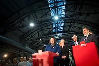 Die SPD-Generalsekret&auml;rin Andrea Nahles und der SPD-Bundesvorsitzende Sigmar Gabriel geben am Samstag (14.12.13) in Berlin das Ergebnis des SPD Mitgliederentscheids zur Gro&szlig;en Koalition mit der CDU/CSU bekannt. Die Mehrheit der SPD-Mitglieder sprach sich f&uuml;r eine Gro&szlig;e Koalition aus.<br /> Foto: Axel Schmidt/CommonLens<br /> <br /> Berlin, Germany, politics, Deutschland, 2013, Groko, Koalition, SPD, Mitglieder, Basis, Mitgliederentscheid, Entscheid, Mitgliedervotum, Votum, Ausz&auml;hlung