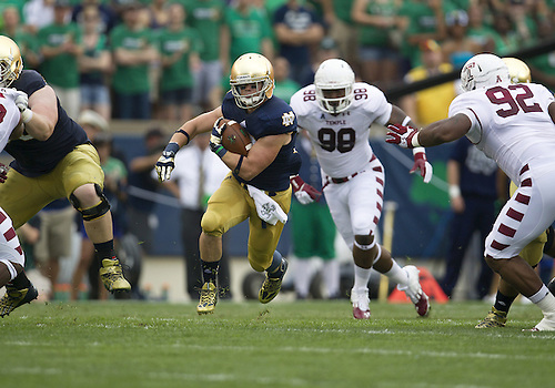 August 31, 2013:  Notre Dame running back Cam McDaniel (33) runs for yardage during NCAA Football game action between the Notre Dame Fighting Irish and the Temple Owls at Notre Dame Stadium in South Bend, Indiana.  Notre Dame defeated Temple 28-6.
