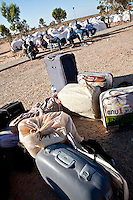 Tunisie pres du Djiba Camp UNHCR de refugies libyens a la frontiere entre Tunisie et Libye , libyens en attent d'etre envoyes dans leur camp....Tunisia close to Djiba UNHCR refugees camp  Tunisian and Libyan border  libyan refugees waiting for their final camp destination....Tunisia nei pressi del campo profughi di Djiba al confine tra tunisia e Libia  Profughi libici appena giunti e  in attesa di essere inviati in uno dei campi profughi