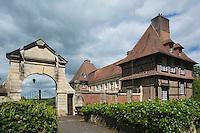 France, Calvados (14), Pays d' Auge,  Le Breuil-en-Auge, Château du Breuil,  // France, Calvados, Pays d' Auge,  Le Breuil en Auge, Château du Breuil