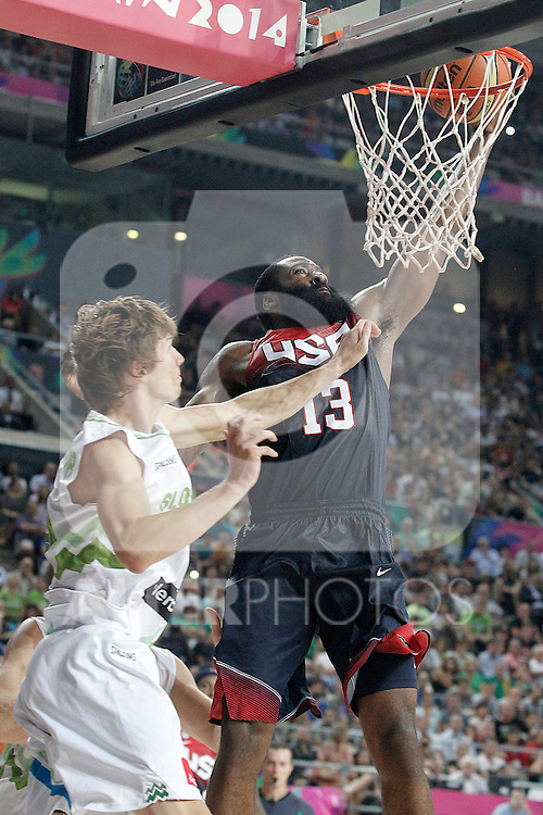 Slovenia's Jure Balazic (l) and USA's James Harden during 2014 FIBA Basketball World Cup Quarter-Finals match.September 9,2014.(ALTERPHOTOS/Acero)