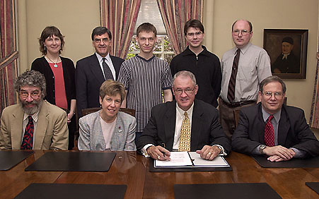 15847Students  From Lepzig University & Deans, President of colleges & Dept sigining documents