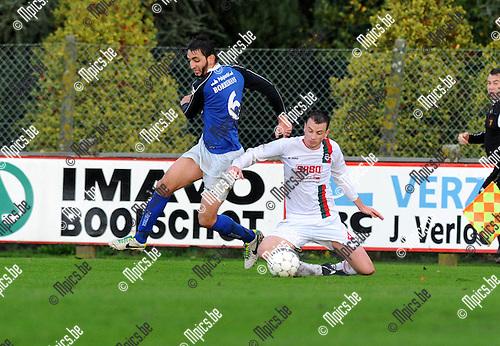 2013-10-27 / Voetbal / seizoen 2013-2014 / Houtvenne - Mariekerke / Nouredinne Ben Omar (l. Mariekerke) met Michiel Slaets<br /><br />Foto: Mpics.be