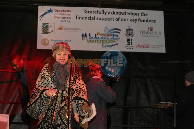 Kelly entertains the crowd as Santa arrives in Drogheda...Photo NEWSFILE/Jenny Matthews..(Photo credit should read Jenny Matthews/NEWSFILE)