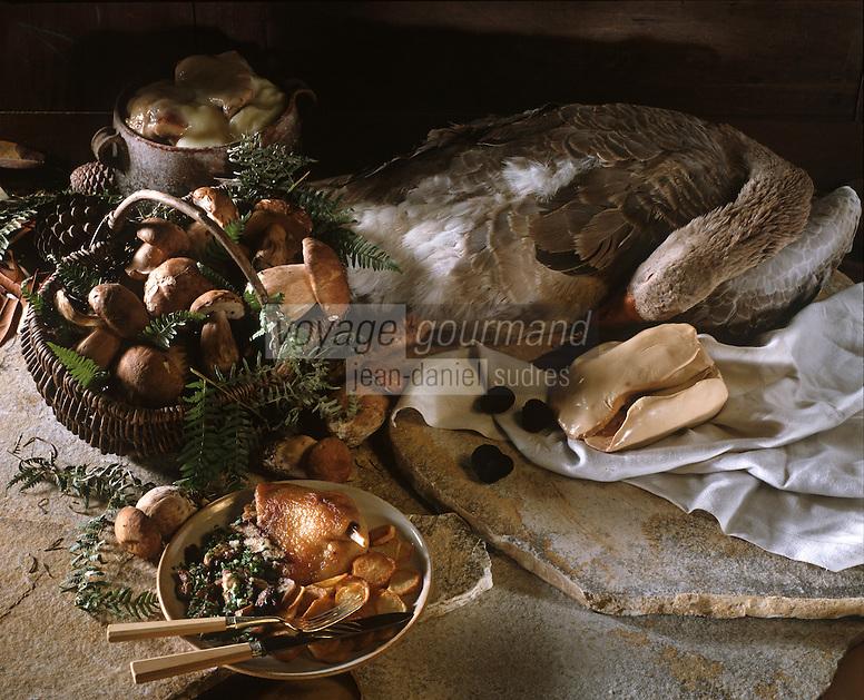 Europe/France/Aquitaine/Dordogne : Gastronomie du Périgord noir : Foie gras d'oie frais, truffe du Périgord, Confit de canard et pommes de terre sarladaises, Cèpe de Dordogne
