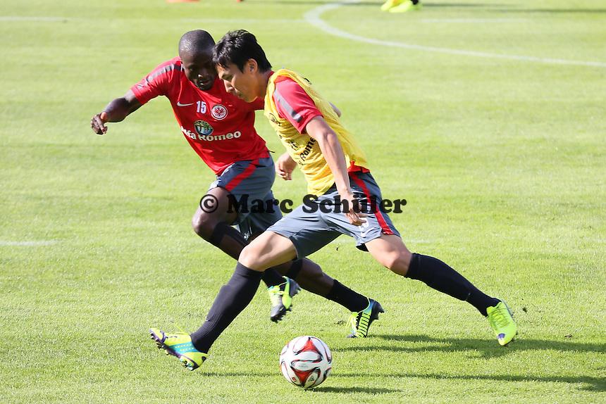 Constant Djakpa (Eintracht) gegen Slobodan Medojevic (Eintracht) - Eintracht Frankfurt Training, Commerzbank Arena