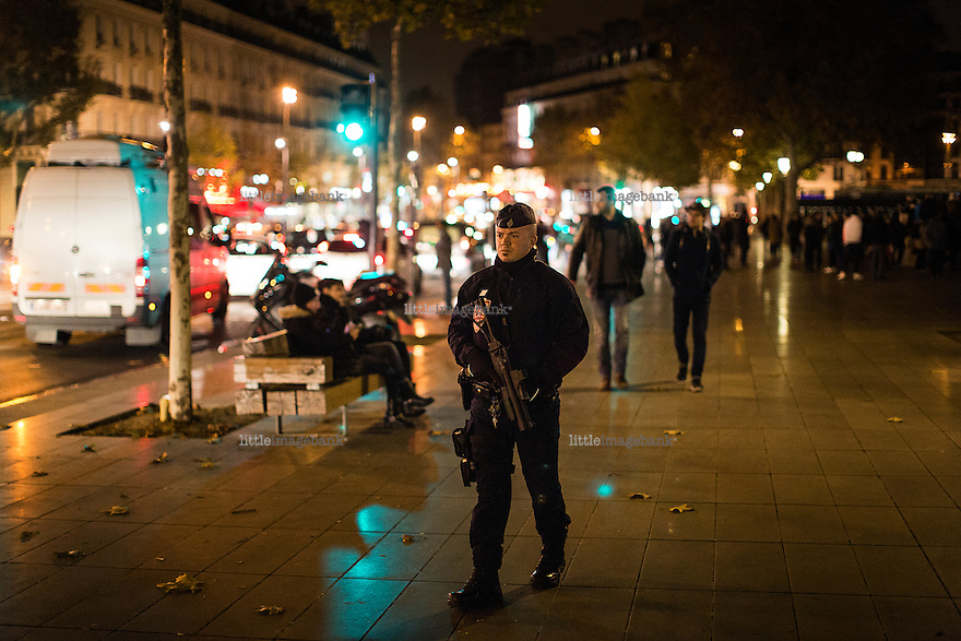 Paris, Frankrike, 15.11.2015. Police guards the Place de la Republique. Images from Paris in the aftermath of the devastating terror attacks on friday november 13. Photo: Christopher Olssøn.
