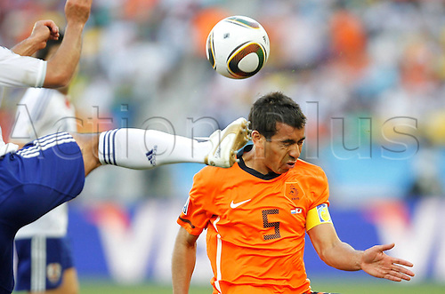 19 06 2010  Netherlands Giovanni van Bronckhorst Heads The Ball during The 2010 World Cup Group E Soccer Match Against Japan AT Moses Mabhida Stage in Durban South Africa ON June 19 2010