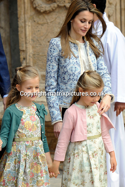 NON EXCLUSIVE PICTURE: MATRIXPICTURES.CO.UK.PLEASE CREDIT ALL USES..UK, AUSTRALIA, NEW ZEALAND AND ASIA RIGHTS ONLY..Spanish royal Princess Letizia is pictured attending an Easter service with her daughters Leonor and Sofia, at Palma Cathedral in Majorca, Spain...MARCH 30st 2013..REF: KDA 132131..KM