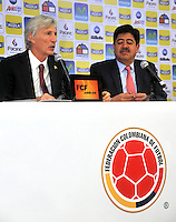 BOGOTA -COLOMBIA, 29- Agosto-2014.  Jose Pekerman Director tecnico de la seleccion Colombia de futbol de mayores  y Luis Bedoya Presidente de La Federacion Colombiana de futbol durante  la conferencia de prensa ofrecida por Jose Pekerman en su segunda etapa de contrato con la seleccion nacional. / Jose Pekerman coach chief of the selection Colombia soccer seniors  and Luis Bedoya President of The Colombian Football Federation during  the press conference by Jose Pekerman in its second stage of contract with the national team. Photo: VizzorImage / Alfredo Gutierrez / Contribuidor