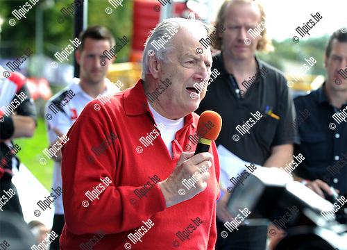2011-08-07 / Voetbal / seizoen 2011-2012 / Fandag R. Antwerp FC / Eddy Wauters spreekt de supporters toe..Foto: mpics