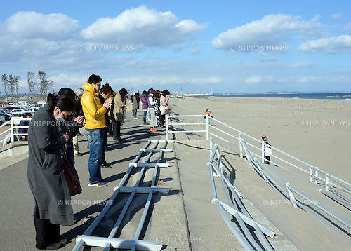 March 11, 2013, Sendai, Japan - People offer silent tribute to those perished in the March 11, 2011 disaster on a beach by the Pacific Ocean in Sendai, Miyagi Prefecture, on Monday, March 11, 2013, as the nation observes the second anniversary of the country's worst catastrophe.  (Photo by Natsuki Sakai/AFLO)