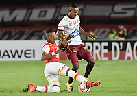 BOGOTÁ - COLOMBIA, 09-12-2017: Juan David Valencia (Izq.) jugador de Santa Fe disputa el balón con Sebastian Villa (Der.) jugador del Tolima durante el encuentro entre Independiente Santa Fe y Deportes Tolima por la semifinal vuelta de la Liga Aguila II 2017 jugado en el estadio Nemesio Camacho El Campin de la ciudad de Bogotá. / Juan David Valencia (L) player of Santa Fe struggles for the ball with Sebastian Villa (R) player of Tolima during match between Independiente Santa Fe and Deportes Tolima for the second leg semifinal of the Aguila League II 2017 played at the Nemesio Camacho El Campin Stadium in Bogota city. Photo: VizzorImage/ Gabriel Aponte / Staff