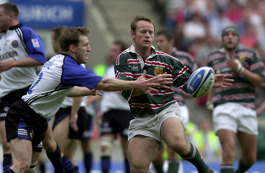 Photo. Richard Lane. .Leicester Tigers v Bath. The Zurich Championship Final at Twickenham. 13/5/2001..Pat Howard gets the ball away as Shaun Berne tackles.