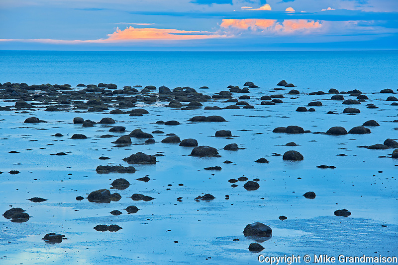 Rocks along the North Shore of the Gulf of St. Lawrence at dusk<br />