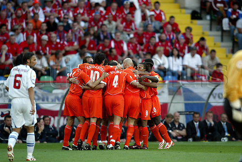 June 19, 2004: Holland celebrate Wilfred Bouma's goal during the first half of the Euro 2004 Group D match between Czech Republic and Holland. The Czech Republic won the game 3-2 played at Municipal Stadium, Aveiro, Portugal. Photo: Neil Tingle/Action Plus..040619 football soccer UEFA European Championships Netherlands Dutch celebration joy celebrates