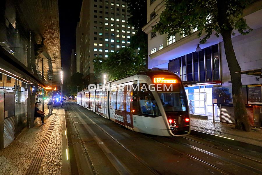 Transporte VLT, veiculo leve sobre trilhos, Rio de Janeiro. 2019. Foto © Juca Martins
