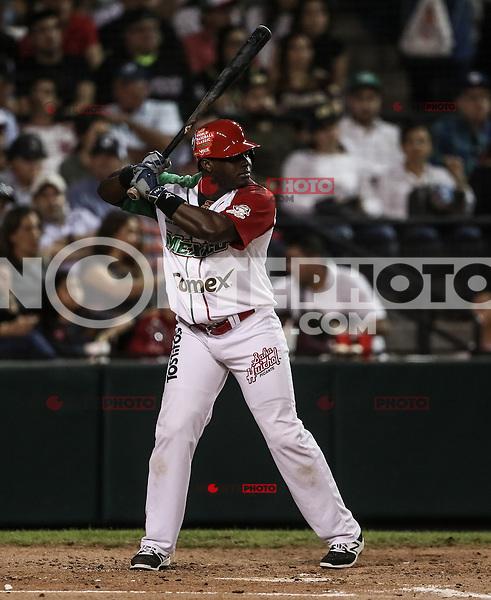 Ronnier Mustelier de Mexico pega de hit para llegar a primera base , durante el segundo partido semifinal de la Serie del Caribe en el nuevo Estadio de  los Tomateros en Culiacan, Mexico, Lunes 6 Feb 2017. Foto: AP/Luis Gutierrez