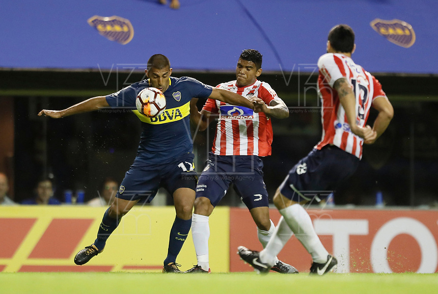 "BUENOS AIRES - ARGENTINA - 04 - 04 - 2018: Ramon Abila (Izq.) jugador de Boca Juniors disputa el balón con Rafael Perez (Der.) jugador de Atletico Junior, durante partido de la fase de grupos, grupo H, fecha 2, entre Boca Juniors (ARG) y Atletico Junior (Col) por la Copa Conmebol Libertadores 2018, jugado en el estadio Alberto J. Armando ""La Bombonera""  de la ciudad Ciudad Autónoma de Buenos Aires. / Ramon Abila (L) player of Boca Juniors vies for the ball with Rafael Perez (R) player of Atletico Junior, during a match of the groups phase, group H, of the 2nd date between Boca Juniors (ARG) and Atletico Junior (Col), for the Copa Conmebol Libertadores 2018 at the Alberto J. Armando ""La Bombonera"" Stadium in Ciudad Autónoma de Buenos Aires. Photo: VizzorImage / Javier Garcia Martino / Photogamma / Cont."