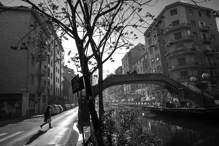 Milano, uno dei ponti sul Naviglio Pavese in via Ascanio Sforza --- Milan, one of the bridges over the Naviglio Pavese canal in Ascanio Sforza street