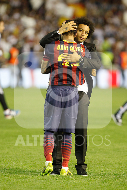 Real Madrid´s Marcelo (R) and F.C. Barcelona´s Dani Alves during the Spanish Copa del Rey `King´s Cup´ final soccer match between Real Madrid and F.C. Barcelona at Mestalla stadium, in Valencia, Spain. April 16, 2014. (ALTERPHOTOS/Victor Blanco)