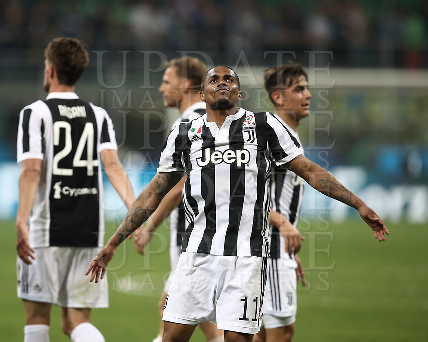 Calcio, Serie A: Inter - Juventus, Milano, stadio Giuseppe Meazza (San Siro), 28 aprile 2018.<br /> Juventus' Douglas Costa celebrates after winning 3-2 the Italian Serie A football match between Inter Milan and Juventus at Giuseppe Meazza (San Siro) stadium, April 28, 2018.<br /> UPDATE IMAGES PRESS/Isabella Bonotto