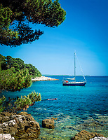 "Kroatien, Istrien, Rovinj: ""Perle Istriens"" Badebucht mit Kiesstrand 