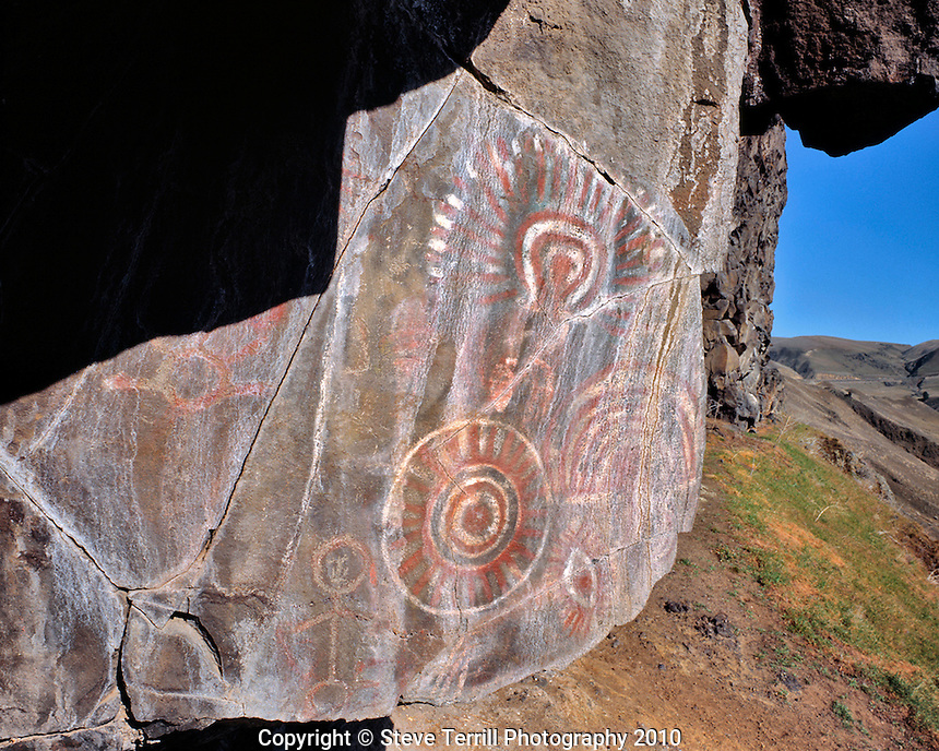 Wishram petroglyphs in Columbia River Gorge National Scenic Area, Washington
