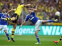 Fussball 1. Bundesliga :  Saison   2012/2013   8. Spieltag  20.10.2012 Borussia Dortmund - FC Schalke 04 Sebastian Kehl (li, Borussia Dortmund)gegen Lewis Holtby (FC Schalke 04)