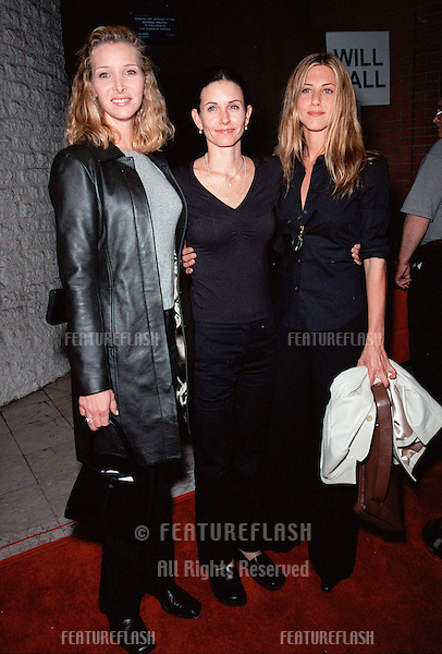 "19OCT99:  ""Friends"" stars LISA KUDROW (left), COURTNEY COX ARQUETTE & JENNIFER ANISTON at Los Angeles premiere of ""Three to Tango"" which stars Matthew Perry, Neve Campbell & Dylan McDermott..© Paul Smith / Featureflash"