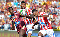 IBAGUÉ-COLOMBIA , 27 -01-2019 . Marco Pérez (Izq.) jugador del Deportes Tolima disputa el balón con Luis Narváez (Der.) jugador del Atlético Junior..Acción de juego entre los equipos Deportes Tolima  ante el Atlético Junior  durante partido por  la final de la Superliga Liga Águila  2019 jugado en el estadio Manuel Murillo Toro de la ciudad de Ibagué./ Marco Perez (L) player of Deportes Tolima figths the ball agaisnt of Luis Narvaez (R) player of Atletico Junior .Action game betwen  Deportes Tolima and  Atletico Junior teams during the match for the final of Superliga  Aguila 2019 played at Manuel Murillo Toro  stadium in Ibague city. Photo: VizzorImage/ Cristian Álvarez/ Contribuidor