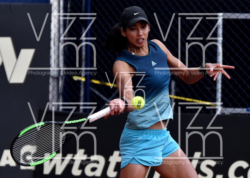 BOGOTÁ-COLOMBIA, 13-04-2019: Astra Sharma (AUS), devuelve la bola a Lara Arruabarrena (ESP), durante partido por la semifinal del Claro Colsanitas WTA, que se realiza en el Carmel Club en la ciudad de Bogotá. / Astra Sharma (AUS), returns the ball against Lara Arruabarrena (SPA), during a match for the semifinal of the WTA Claro Colsanitas, which takes place at Carmel Club in Bogota city. / Photo: VizzorImage / Luis Ramírez / Staff.