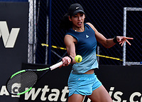 BOGOTÁ-COLOMBIA, 13-04-2019: Astra Sharma (AUS), devuelve la bola a Lara Arruabarrena (ESP), durante partido por la semifinal del Claro Colsanitas WTA, que se realiza en el Carmel Club en la ciudad de Bogotá. / Astra Sharma (AUS), returns the ball against Lara Arruabarrena (SPA), during a match for the semifinal of the WTA Claro Colsanitas, which takes place at Carmel Club in Bogota city. / Photo: VizzorImage / Luis Ramírez / Staff.