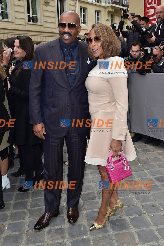 Steve et Marjorie Harvey  <br /> Dior fashion show arrivals - Paris - 30/09/2016