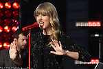 """Taylor Swift performing on """"Good Morning America"""" outside the ABC Times Square Studio in New York, 23.10.2012. .Credit: Rolf Mueller/face to face"""