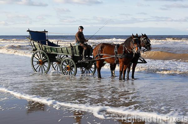 Historische nettenwagen in Scheveningen. De wagen vervoerde vroeger de netten van de vissers