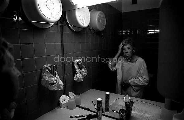 My grandmother had always been aware of her appearance and despite her health deterioration, she continued to made an effort...© Magali Corouge/Documentography.2004-2006.France