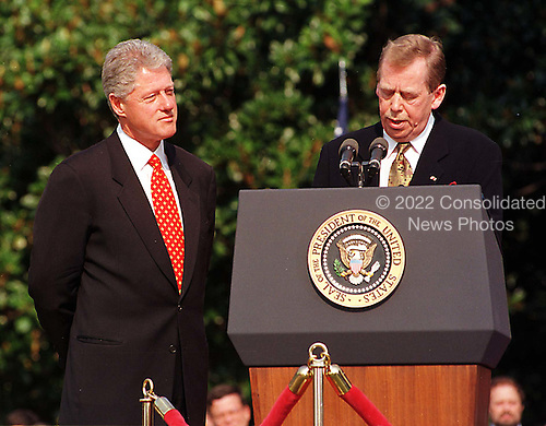 United States President Bill Clinton, left, listens as President Vaclav Havel of the Czech Republic, right, makes remarks during the State Arrival ceremony on the South Lawn of the White House in Washington, D.C. on September 16, 1998..Credit: Ron Sachs / CNP