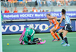 The Hague, Netherlands, June 12: Kim Lammers #23 of The Netherlands tries to score during the field hockey semi-final match (Women) between The Netherlands and Argentina on June 12, 2014 during the World Cup 2014 at Kyocera Stadium in The Hague, Netherlands. Final score 4-0 (3-0)  (Photo by Dirk Markgraf / www.265-images.com) *** Local caption *** Belen Succi #1 of Argentina, Kim Lammers #23 of The Netherlands