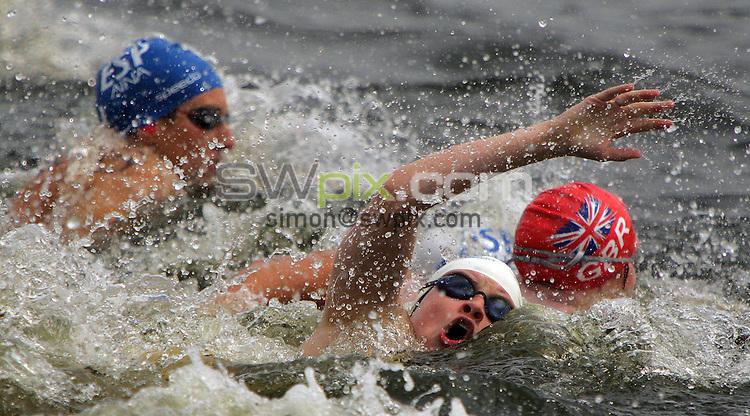 PICTURE BY VAUGHN RIDLEY/SWPIX.COM -  Swimming - Festival of Open Water Swimming - London Regatta Centre, Royal Albert Docks - London, England - 24-25/06/06...? Simon Wilkinson - 07811 267706...Caroline Saxon of Great Britain at the start of the FINA 10km World Cup Race.