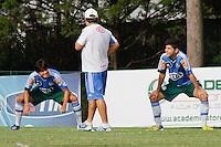 SÃO PAULO, 22 DE MARÇO 2013 - TREINO PALMEIRAS - O tecnico Gilson(c), Thiago Real(e) e Rondinelly(d) durante treino na Academia de Futebol, na tarde desta sext-feira(22). E quipe se prepara  para o  clássico   Santos x Palmeiras pela 14ª rodada do Campeonato Paulista, domingo no  Estádio do Pacaembu  - FOTO: LOLA OLIVEIRA/BRAZIL PHOTO PRESS