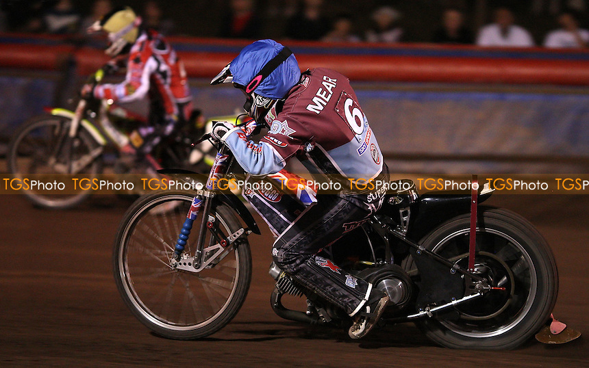 Robert Mear gives chase - Lakeside Hammers vs Belle Vue Aces, KO Cup Semi-final 1st leg at the Arena Essex Raceway, Purfleet - 30/09/11 - MANDATORY CREDIT: Rob Newell/TGSPHOTO - Self billing applies where appropriate - 0845 094 6026 - contact@tgsphoto.co.uk - NO UNPAID USE.